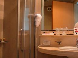 Hotel Maran Suites & Towers habitación ejecutiva baño