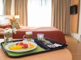 Hotel Maran Suites & Towers habitación ejecutiva desayuno